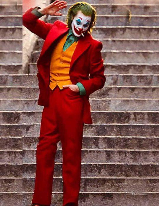 Joaquin Phoenix Joker Red Suit