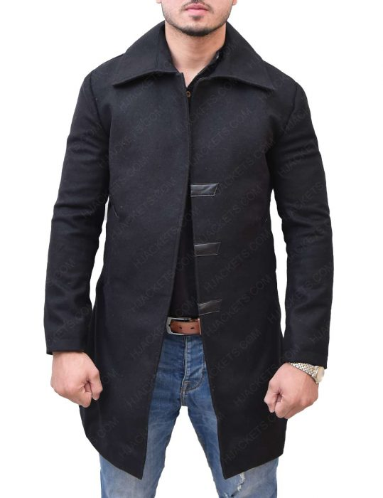 mortal-engines-hugo-weaving-valentine-black-coat