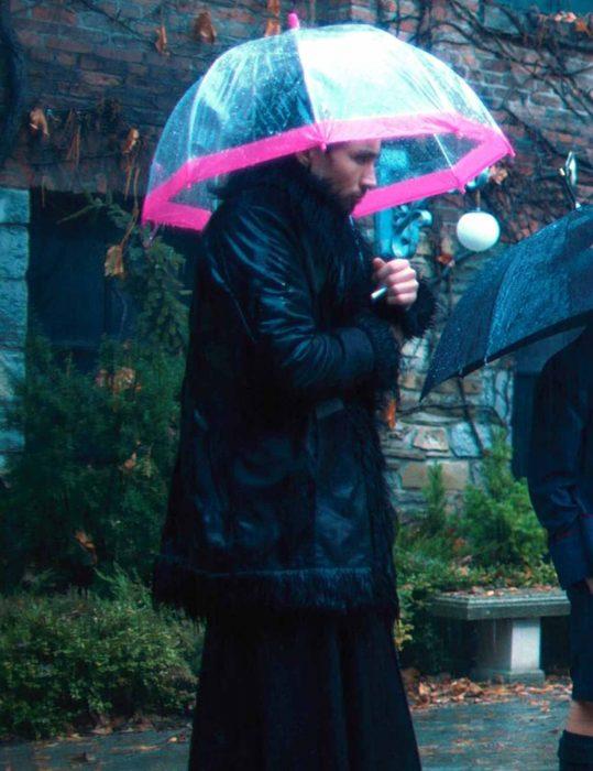the-umbrella-academy-klaus-black-shearling-coat