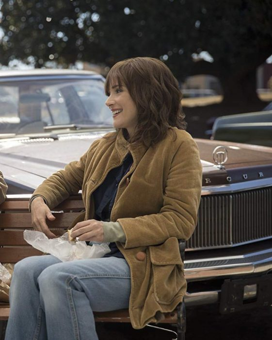 stranger-things-3-Winona-Ryder-Joyce-Byers-coat