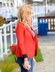 a-beautiful-place-to-die-a-marthas-vineyard-mystery-zee-madieras-coat