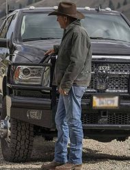 john-dutton-yellowstone-season-3-black-jacket