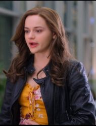 the-kissing-booth-2-shelly-elle-evans-black-jacket