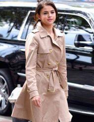 Selena-Gomez-A-Rainy-Day-in-New-York-Coat