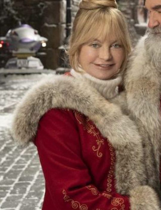 The-Christmas-Chronicles-2-Goldie-Hawn-Coat