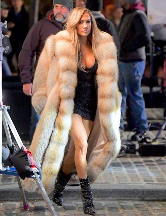 Jennifer-Lopez-Fur-Coat
