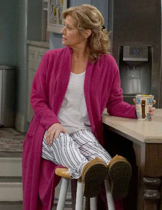 Last-Man-Standing-Nancy-Travis-Pink-Coat
