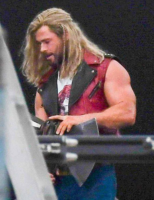 Chris-Hemsworth-Thor-Love-And-Thunder-Vest