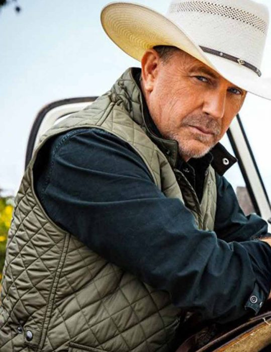 Yellowstone-S04-Kevin-Costner-Green-Quilted-grey--Vest