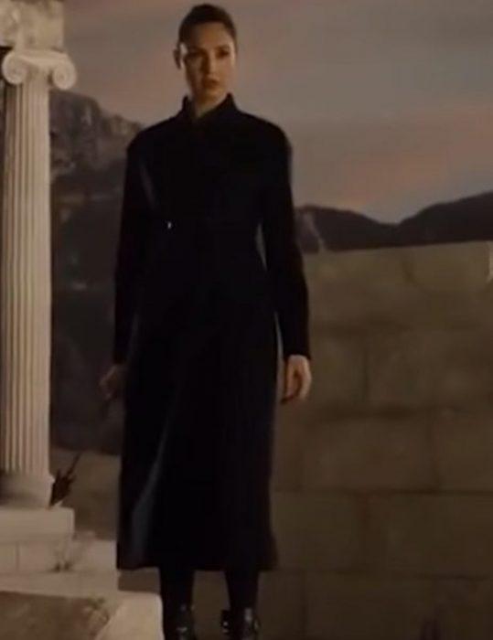 Zack-Snyders-Justice-League-Diana-Prince-black-Coat