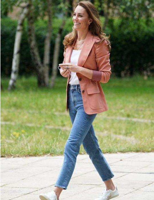 Duchess-of-Cambridge-Kate-Middleton-Pink-Blazer
